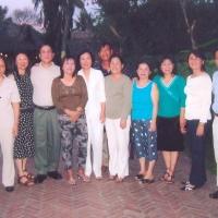 Vợ chồng Chu Bạch Yến (thứ 3 và 4 từ trái sang) về VN 2008