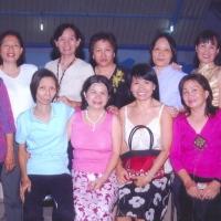 Đứng: Nữ- Tr Trinh- Hạnh- Trúc Mai-...Thảo- Hoà / Ngồi:  Hồng Thuỷ- Thuỳ- Hảo- Tâm