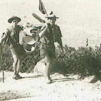 Trưởng Nguyễn Trác Hiếu và Lê Viết Tùng trên  Cù lao Xanh, 1962