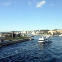 Thuyền Trên Sông Nước