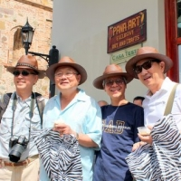 Bốn Chiếc Mũ Mới - Trung Mỹ  03.2012