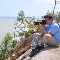 Đoàn viên Anh Dũng đang chụp hình thành phố Quy Nhơn