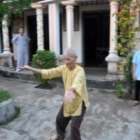 Ông cụ 102 tuổi muá võ