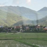 Xóm Dầu, nơi chú bé quê bắt đầu đến trường lúc 7 tuổi.