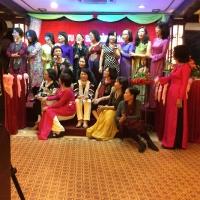 Với cô Hiệu Trưởng Đồng Khánh 74-75  Bích Đào và học trò